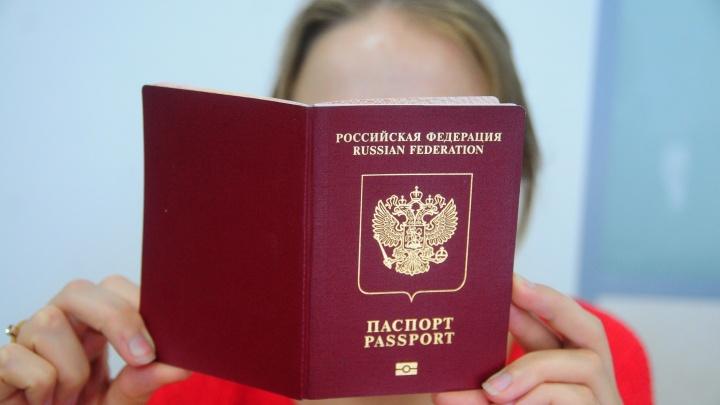 В России существенно вырастет пошлина за выдачу загранпаспортов и водительских прав