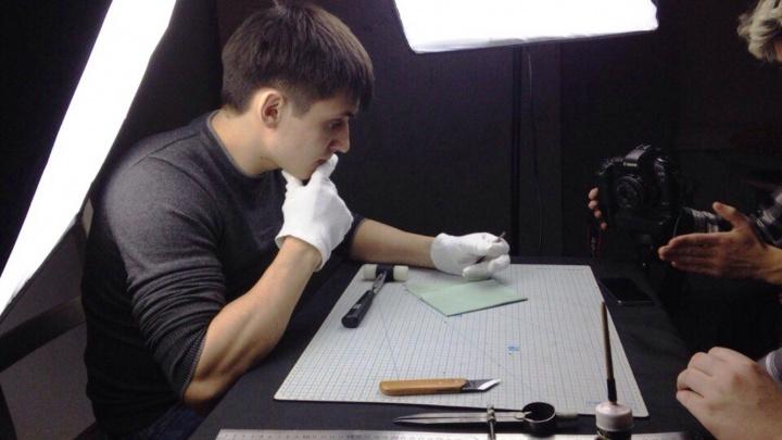 Омич сделал фотокнигу из кожи для любимой и поставил бизнес на поток
