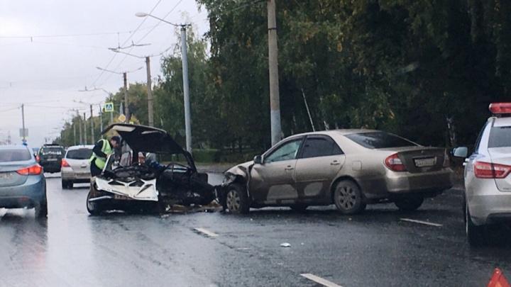 18-летний омич, который на ВАЗе разбилсяна Космическом проспекте, умер в больнице