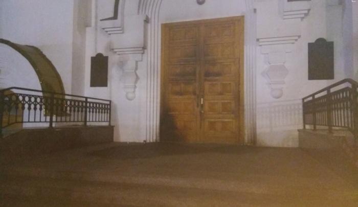 «Я туда всегда прихожу молиться»: обвиняемый в поджоге храма на камеру объяснил поступок