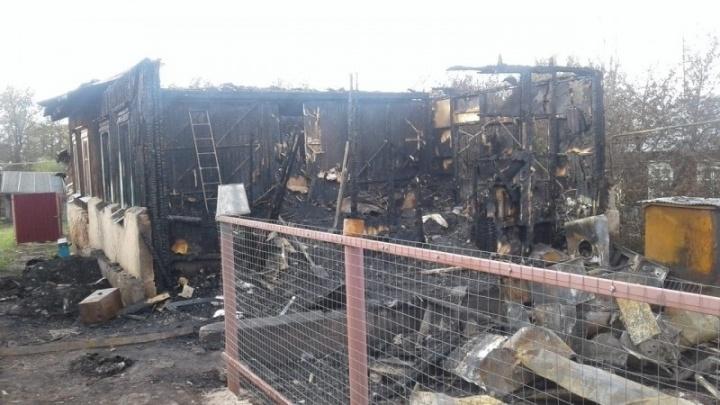 В Башкирии сгорел деревянный дом, в огне погиб мужчина