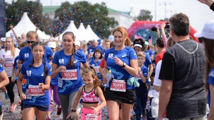 Смотрите, как вы бежали: участники марафона «Европа — Азия» в фотоальбомах E1.RU