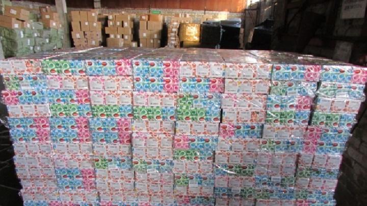 На таможне в Кемерово задержали поддельную партию самой продаваемой игрушки в мире (фото)