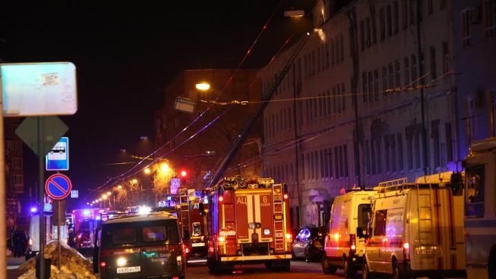 На улице Ленинградской горело здание академии диджеев