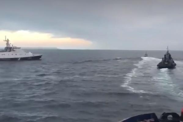 Российский корабль протаранил украинский буксир