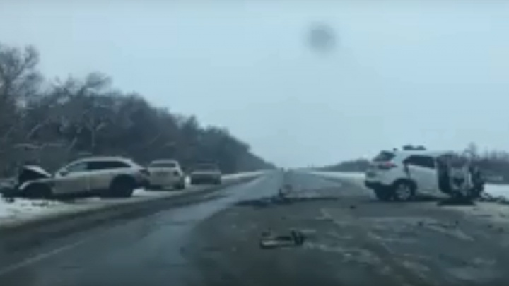 Лоб в лоб: на московской трассе в жуткой аварии на встречке погибла женщина