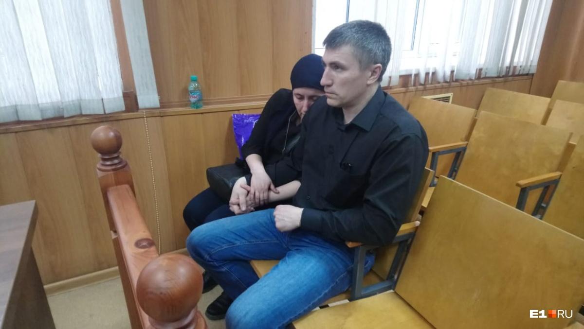 Родители Артема Пахотина в зале суда