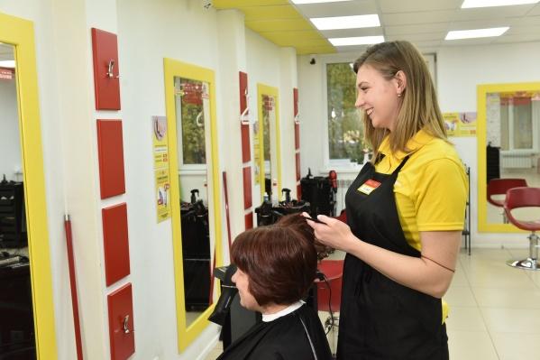 Хоть к парикмахеру и заглядывают раз в несколько месяцев, платить баснословные суммы, чтобы освежить стрижку, никому не хочется