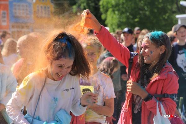 Фестиваль красок — ежегодная забава для архангелогордцев. Проводят их несколько раз за летний сезон
