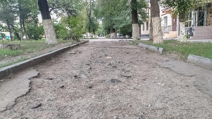 Семечки, бычки и плантации подорожника: центр Волгограда погряз в мусоре и разрухе