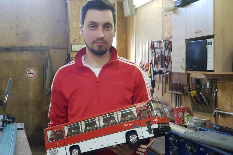 Колёса из шайб, стекло от кабриолета: южноуралец собрал «Икарус» Челябинск — Курган в подарок отцу-водителю