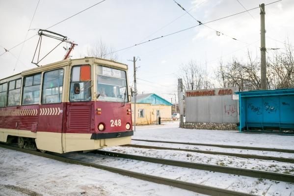 Депо на 60 лет Октября открылось в 1967 году, оно рассчитано на 150 вагонов