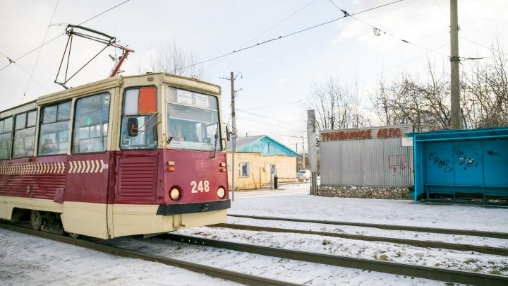 «Служат по два срока»: смотрим, как и кто в Красноярске возвращает к жизни старые трамваи