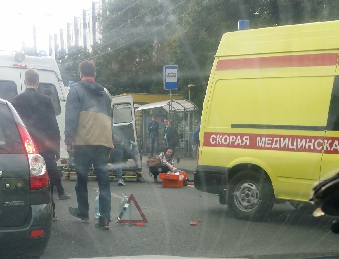 Авария произошла на остановке около «Галактики развлечений» на Комсомольском проспекте