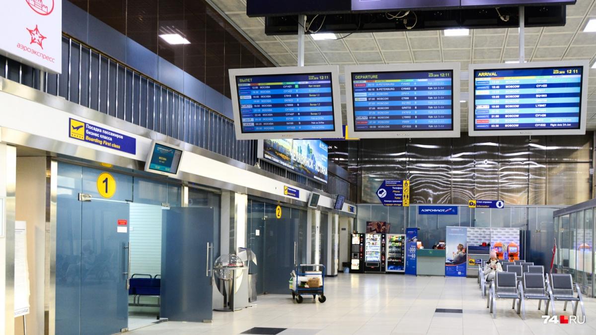 Такой вид аэропорта наиболее знаком челябинцам, но что будет, если пройти не через выход №1 на досмотр и посадку, а в соседнюю дверь? На это нужно разрешение, и сегодня оно у нас есть