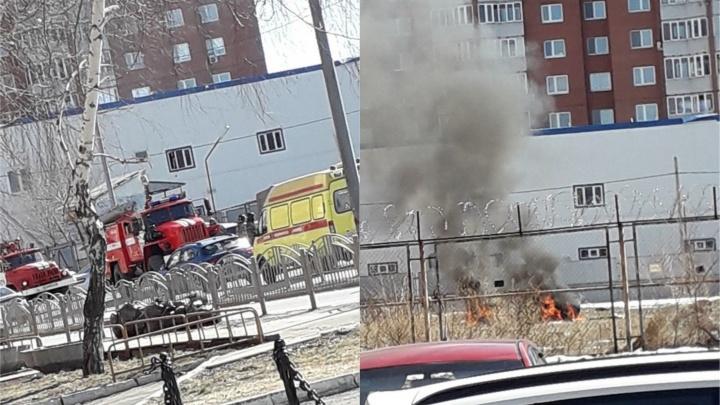 Из-за детской шалости в Тюмени сгорел автомобиль