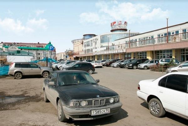 На улице Бударина предложили сделать платные парковки
