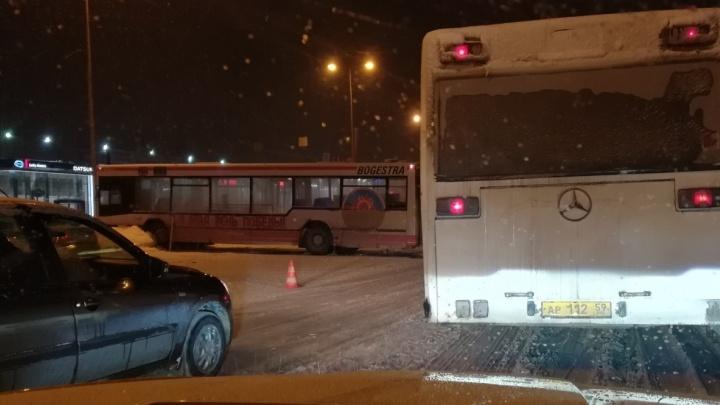В Камской долине столкнулись два автобуса: пострадал водитель