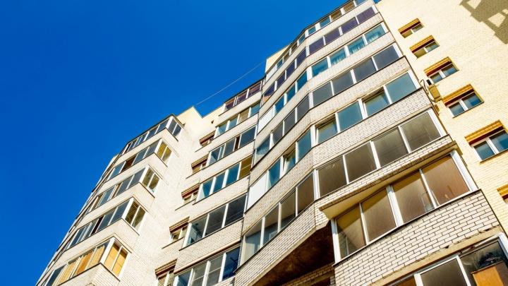 В Ярославской области пятилетний малыш выпал из окна квартиры