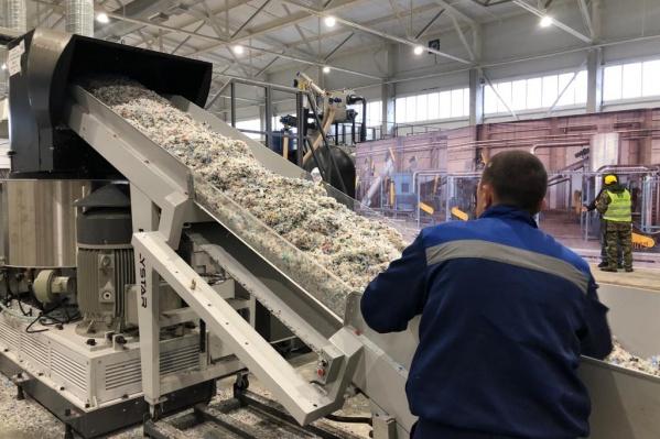 На предприятии отходы сортируют с помощью современного оборудования
