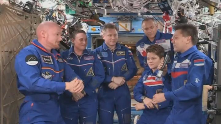 Экипаж екатеринбургского космонавта Сергея Прокопьева передал своим сменщикам ключ от МКС
