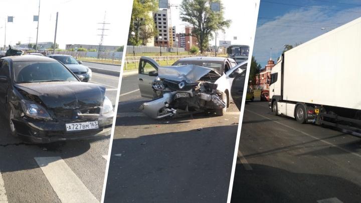 Фура выбила страйк: на Московском шоссе большегруз снес 4 иномарки