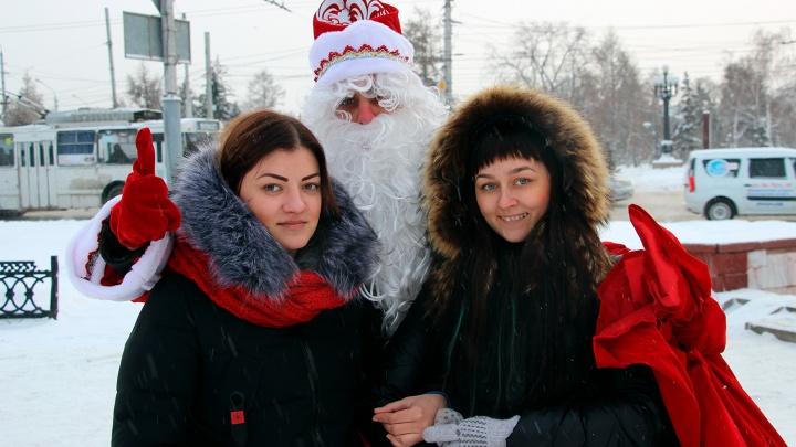 Омичи рассказали Деду Морозу НГС, что нужно городу в новом году