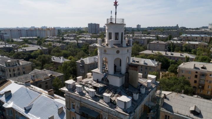 Проверял сам губернатор: в Волгограде обнаружили халтуру при капремонте знаменитого дома с башенкой