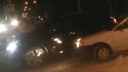 100 метров за 15 минут: две аварии перегородили улицу Титова