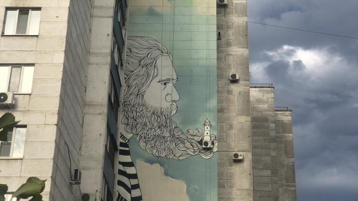 Художники нарисовали на доме на Безымянке бородатого моряка