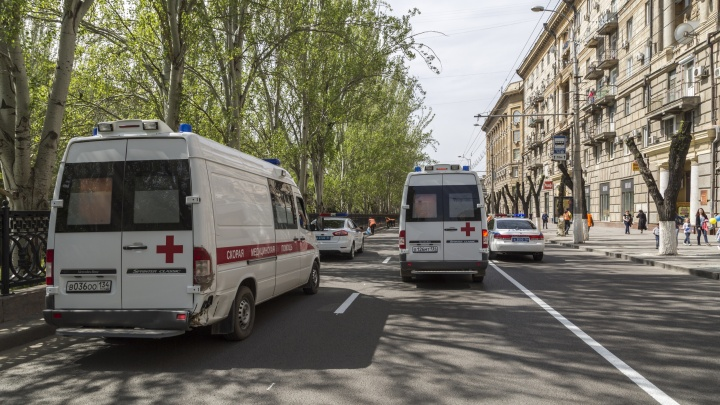 «Безопасность медиков под угрозой»: в Волгограде за недопуск скорой смогут сажать на четыре года