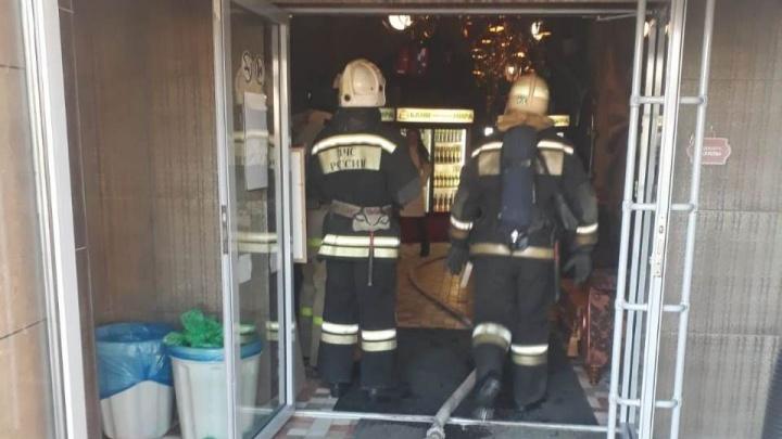 В Кургане из горящей бани эвакуировали 30 человек