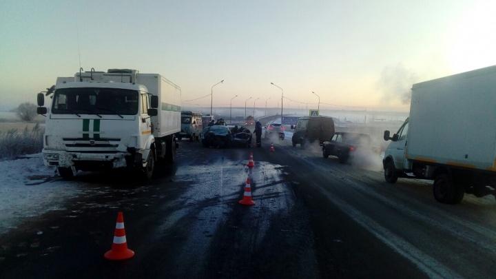 На трассе под Челябинском автомобилистка погибла, врезавшись в автозак службы исполнения наказаний