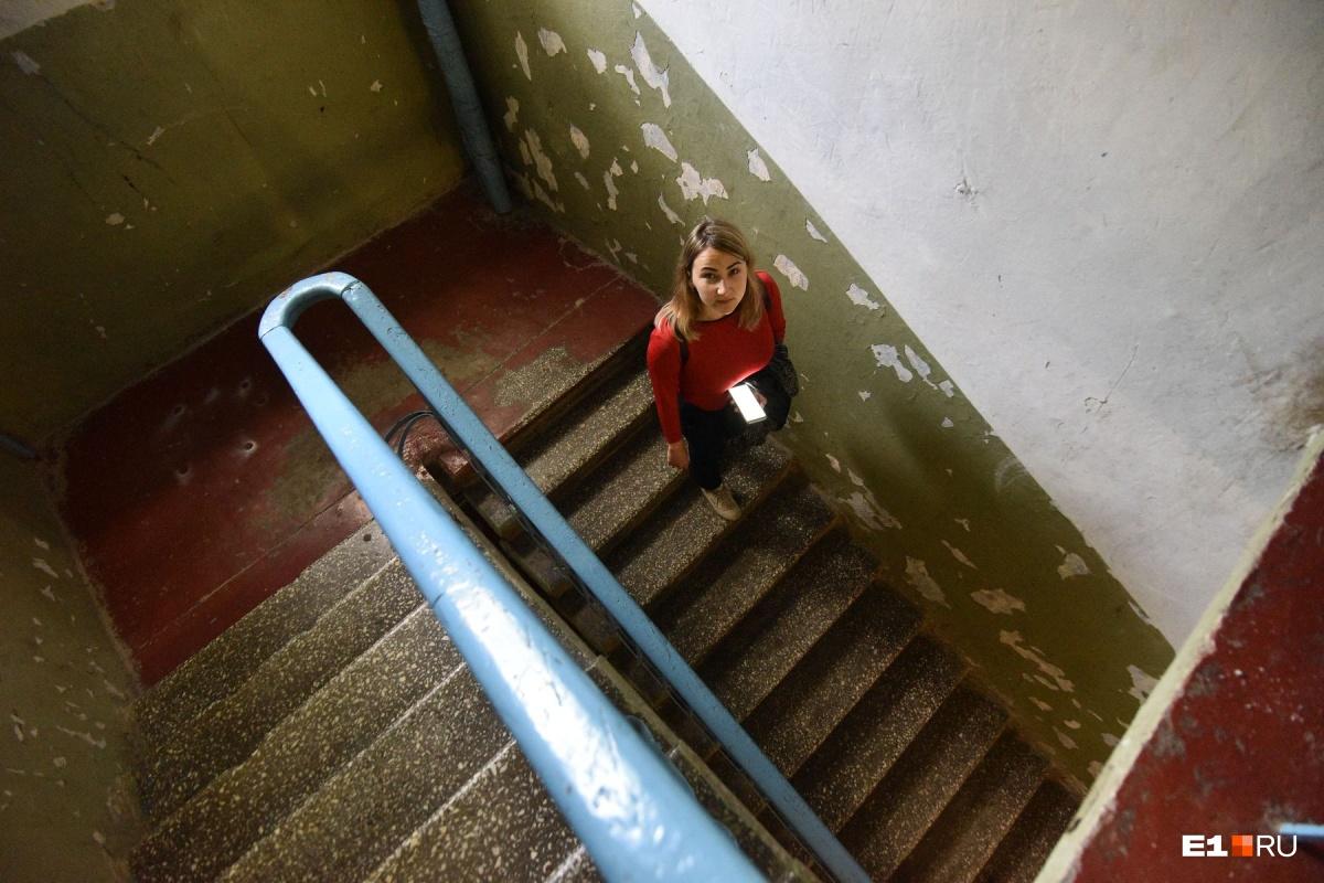 «Центр города, а живем как в деревне»: репортаж из уютного квартальчика у подножия башни «Исеть»