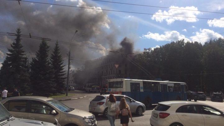 В центре Ярославля горит«Волков-плаза»: онлайн-трансляция