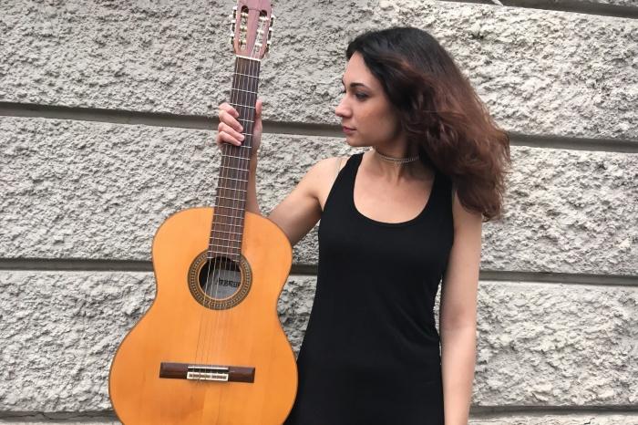 Из-за рассеянного склероза Эля Покровская рискует навсегда попрощаться с игрой на гитаре и фортепьяно
