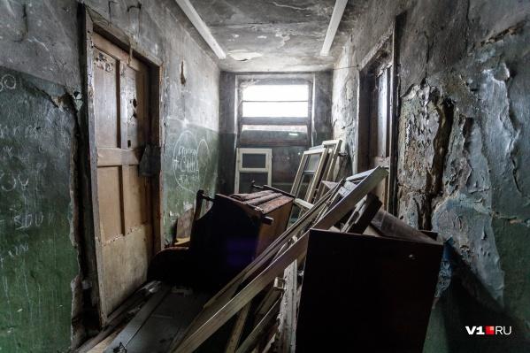 Жильцы соседних домов боятся обрушений