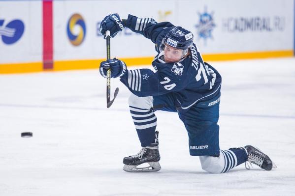 Глеб Зайцев — воспитанник челябинского хоккея, но в своё время его задрафтовал «Адмирал»