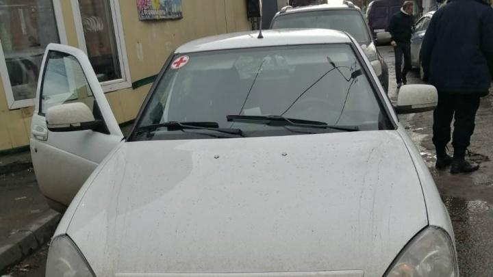 В Челябинске приставы арестовали машину у продавца пиявок, попавшего в ДТП