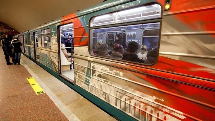 В День Победы в метро пустят дополнительные поезда и украсят их флагами