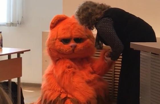 «Пожизненная сдача!»: в Екатеринбурге студент пришёл на пару в костюме котика, чтобы получить зачёт