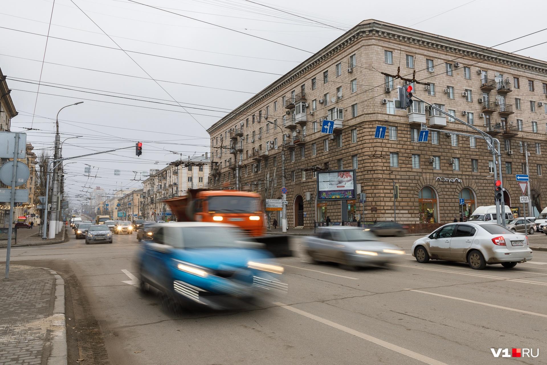 Перекресток Комсомольской с проспектом Ленина лидирует в Волгограде по числу аварий
