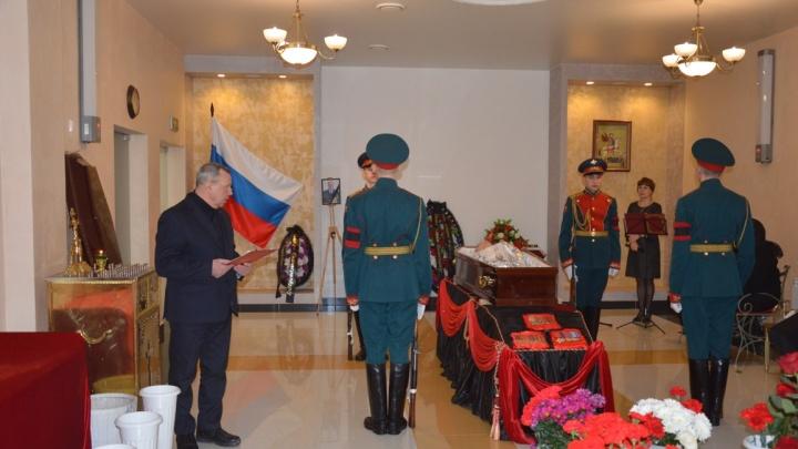 В Екатеринбурге простились с легендарным милиционером, который писал проникновенные стихи про сыщиков