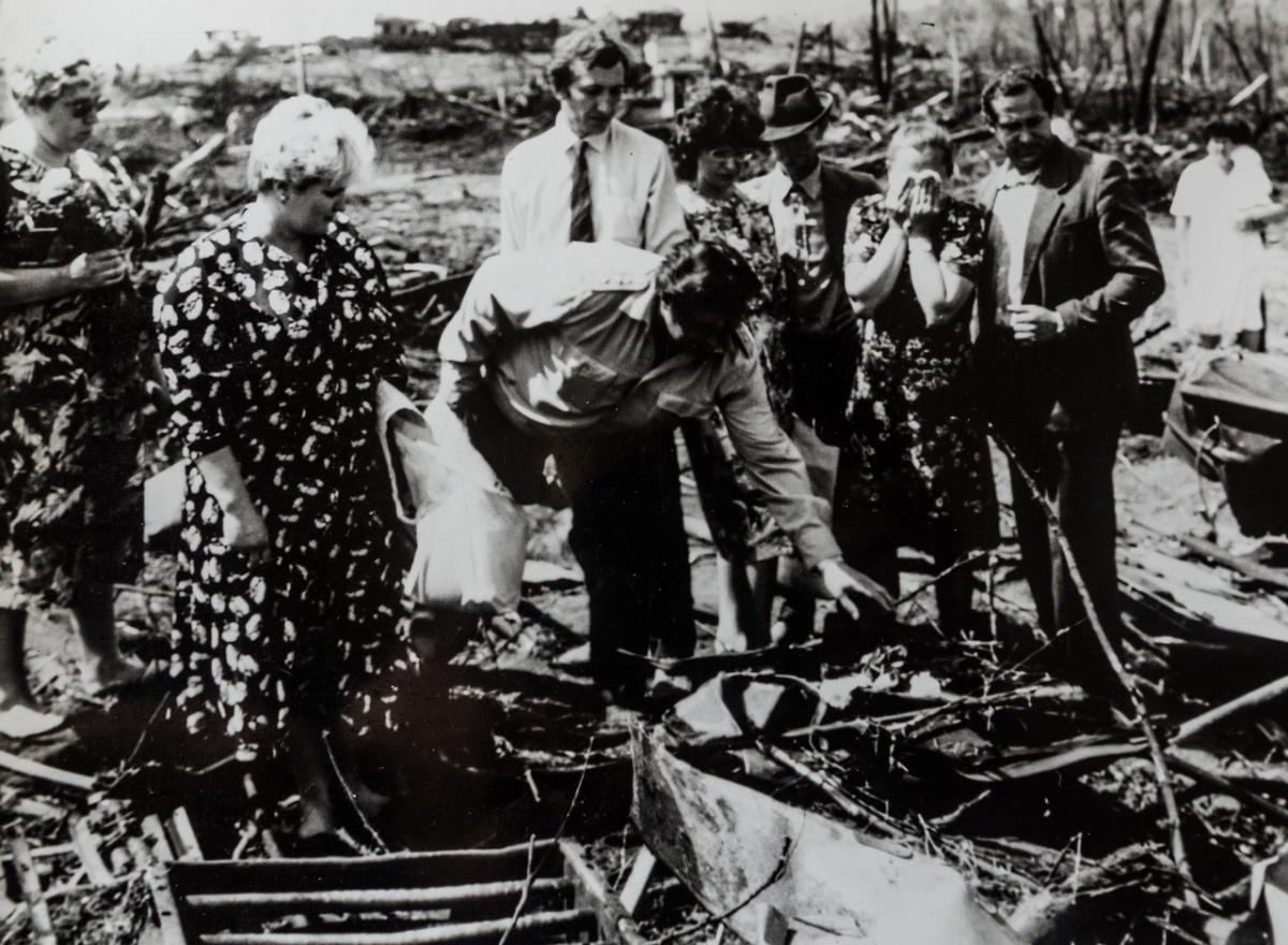 Галина Беляева (вторая слева), Виктор Копыл (третий слева)