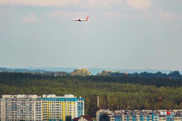 Самолеты заходят на посадку слишком низко над жилыми районами, считают горожане