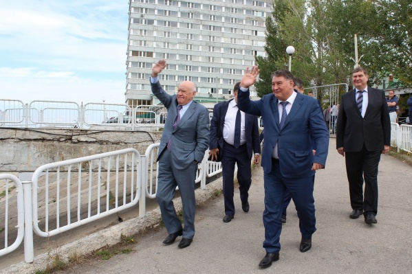 Геннадий Гридасов (в центре) руководил министерством с 2010 года