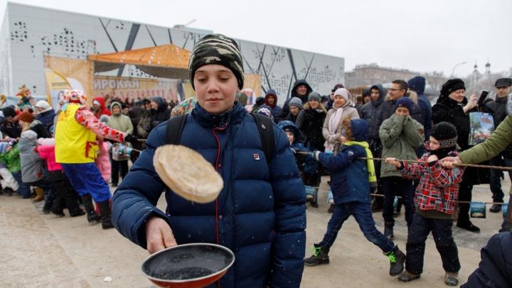 Казачьи стенки, кулачные бои и блины: рассказываем о развлечениях в Волгограде на Масленой неделе