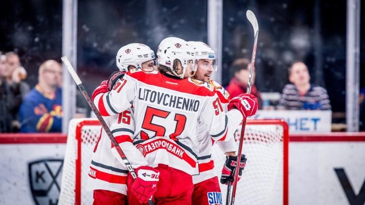 «Автомобилист» дома победил ярославский «Локомотив», отыграв три шайбы за один период
