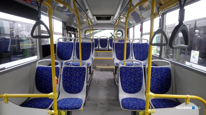 Омич сообщил о том, что у автобуса оторвался газовый баллон — перевозчик заявил, что это ложь