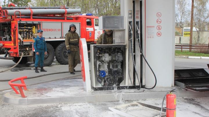 Заправку окутало дымом: возгорание на тюменской АЗС